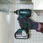Parafusadeira-de-Impacto-a-Bateria-Makita-1-4--DTD152Z-18V--Sem-Bateria-Carregador-